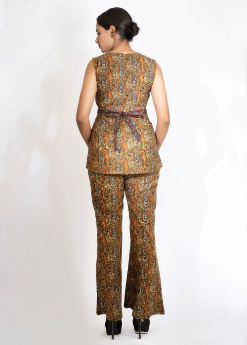 Kaala Teeka   The Old Fashioned Co-ord with Belt and Reversible Crop Jacket (set of 4)